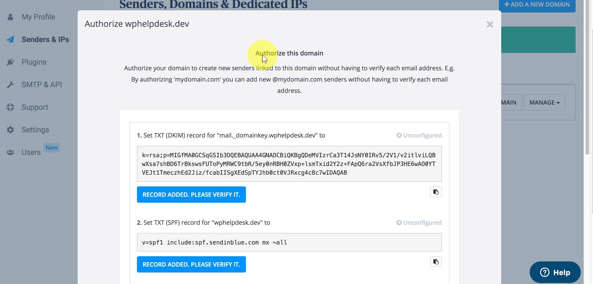 Vervolgens krijg je een scherm met gegevens die ingevoerd moeten worden in de 'DNS' van je domeinnaam. Dat doe je bij de webhosting provider waar het domeinnaam geregistreerd is. Bij een beetje service gerichte partij kan je deze gegevens ook bij hun support inschieten zodat ze dit voor je instellen. Voor wie de weg weet binnen zo'n paneel is dit meestal binnen 5 minuten gepiept. Als je de login gegevens hebt van je webhosting beheer paneel zouden we je hierbij meestal ook wel telefonisch kunnen helpen als je AnyDesk of Teamviewer geïnstalleerd hebt (voor schermdelen)